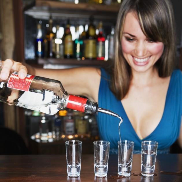 скачать девушка пришла устраиваться барменом