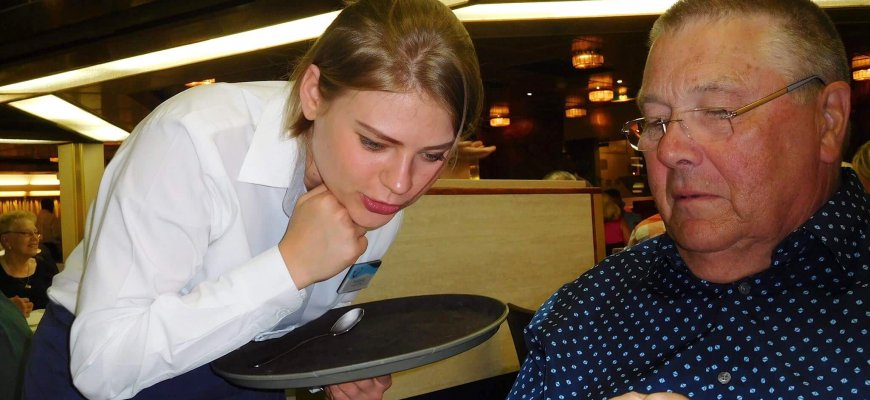 Анастасия младший официант